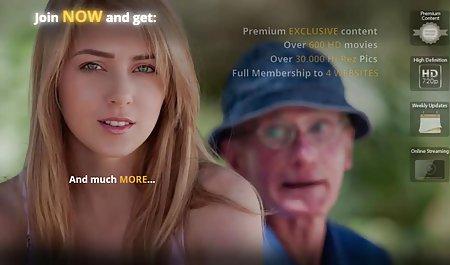 ગરમ સોનેરી ઉનાળામાં દિવસ એક કિશોર આપે શૃંગારિક પોર્ન ફિલ્મો છે મારવી માં
